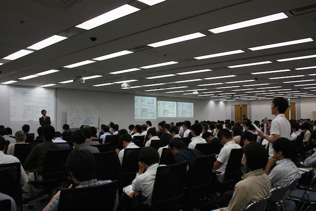 水野さんに質問する執筆者(Agile Japan 2014 基調講演)